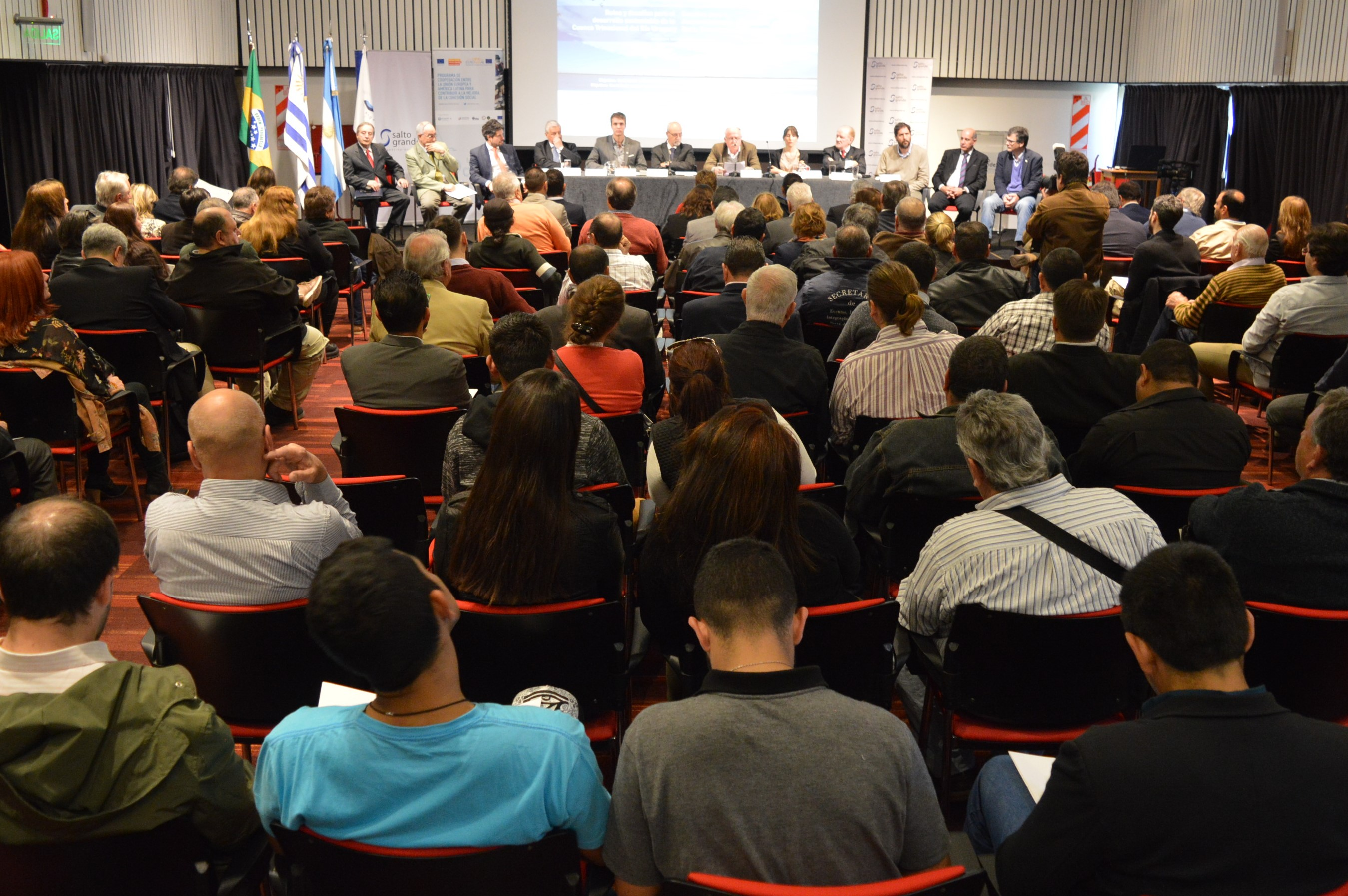"""Encuentro """"Retos y Desafíos para el desarrollo sustentable de la Cuenca Trinacional del Río Uruguay""""."""